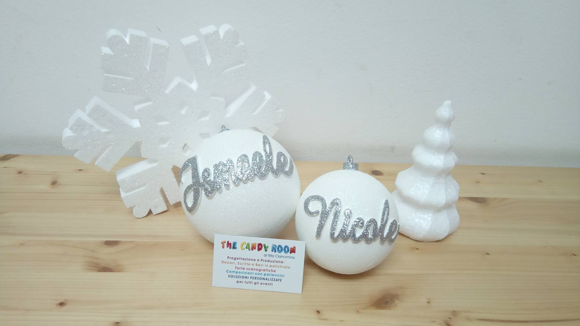 Decorazioni Natalizie Con Il Polistirolo.Pallina Di Natale 10cm Con Nome A Rilievo The Candy Room Shop